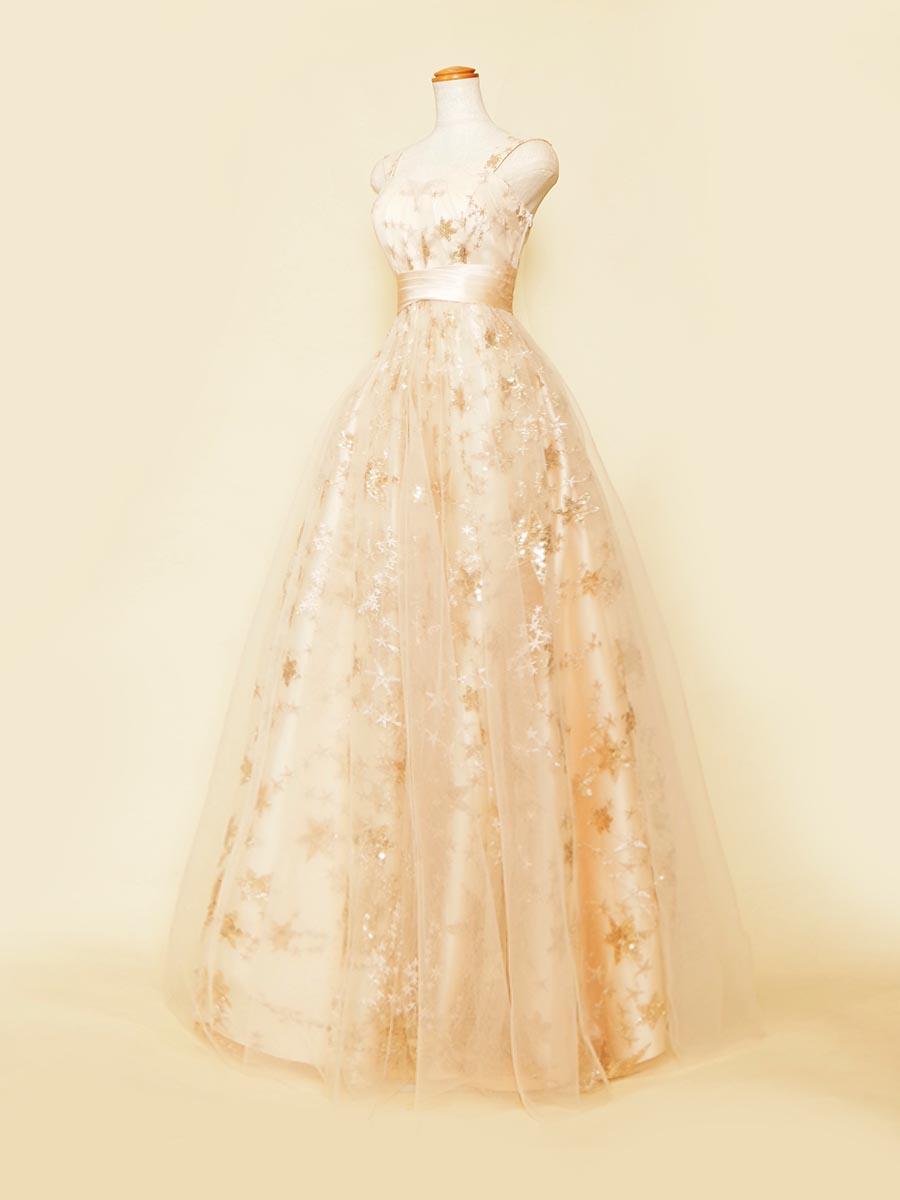 柔らかなゴールドの輝きが美しいスタースパンコールベージュチュールステージドレス