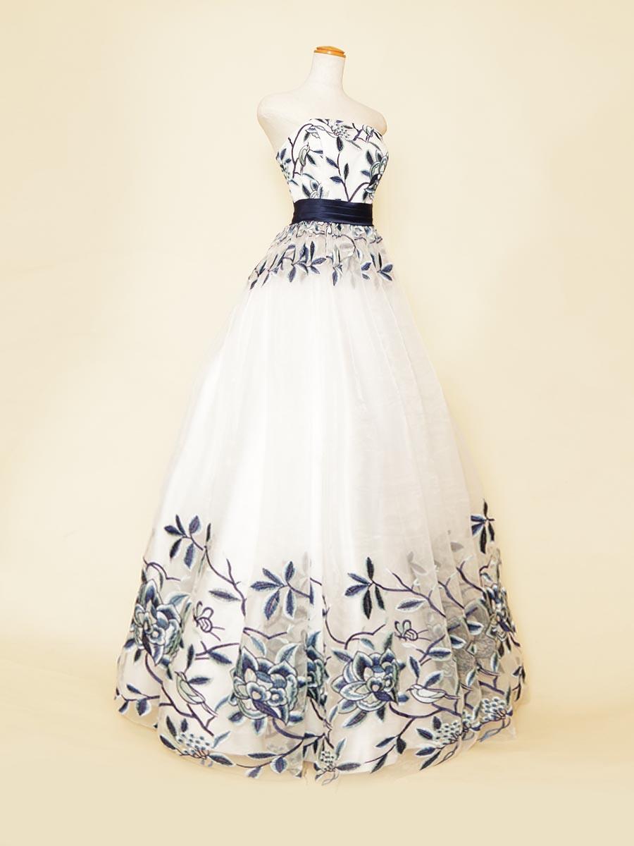 ネイビーリボンデザイン×グラデーションフラワー刺繍デザインのホワイトベースステージドレス