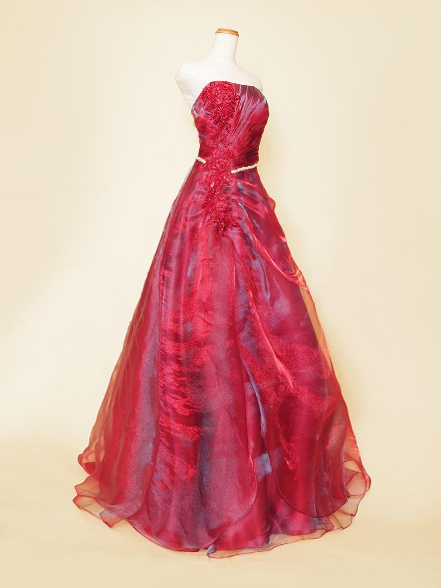 メタリックな光沢を持ったサイドドレープデザインのオーガンジーAラインドレス