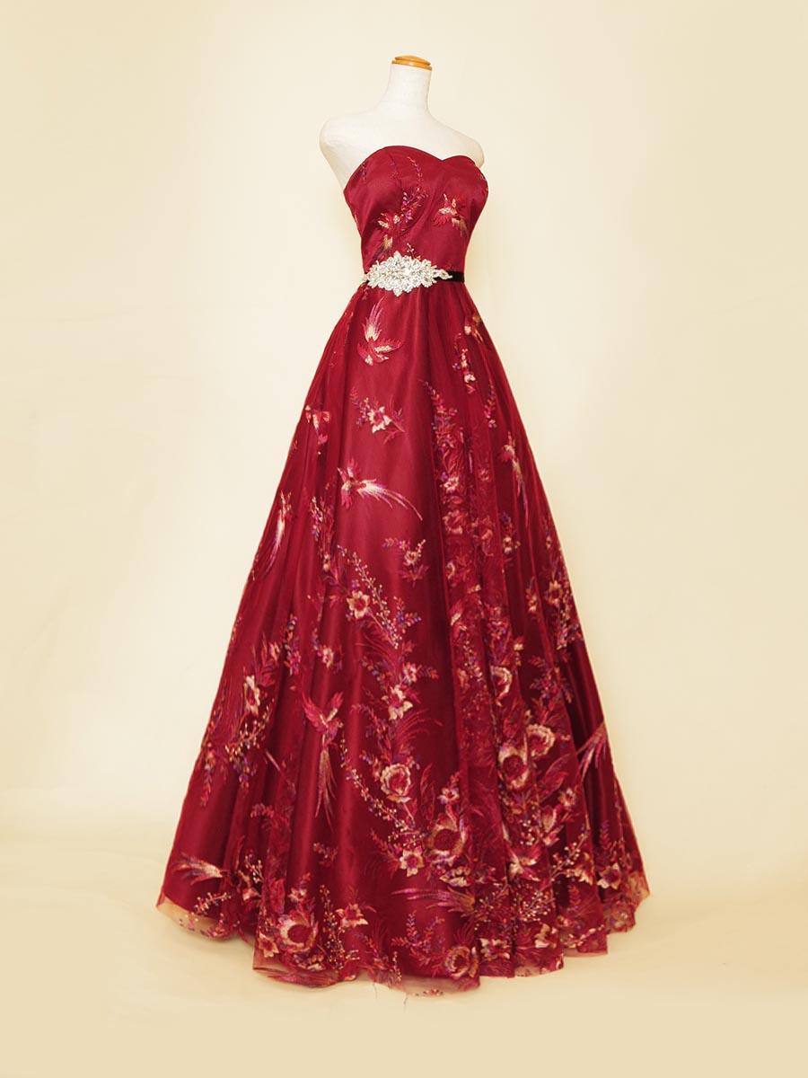 Aラインシルエットの赤の和柄刺繍がエレガントな演奏会用カラードレス