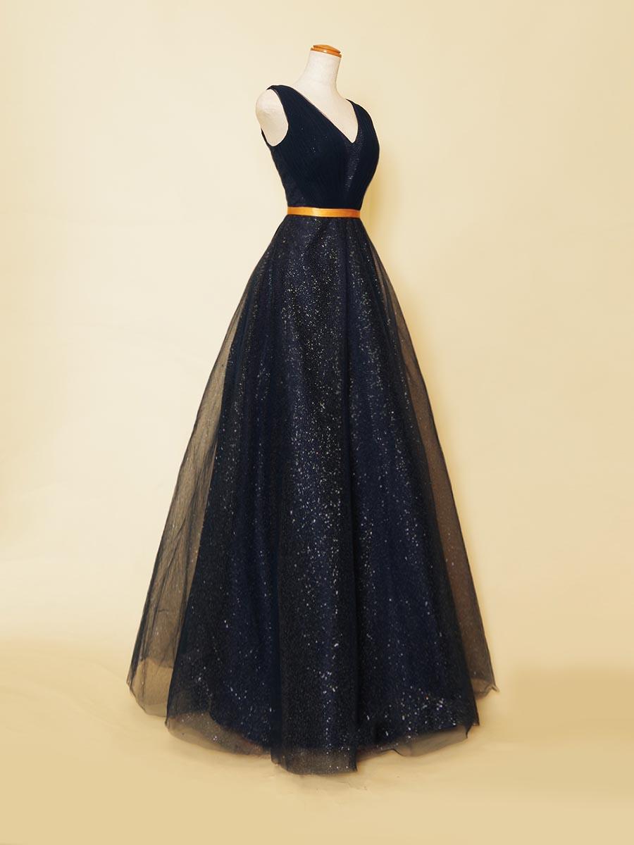 ディープネイビーカラーチュールに星空のようなグリッター装飾を散りばめたVネック肩袖デザインAラインドレス