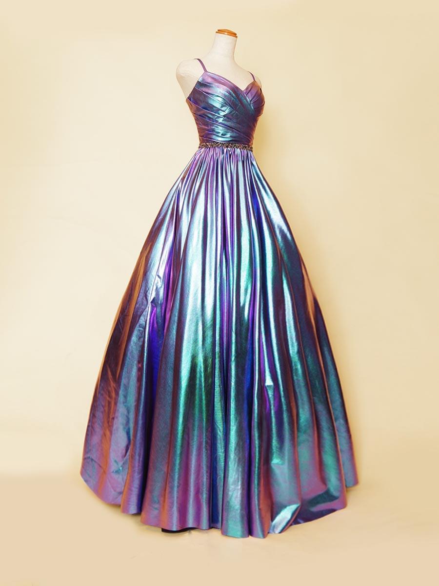 パープルメタリックカラーの光沢が非常に強い生地で仕上げたボリュームスカートのエッジハートカットデザインのステージカラードレス
