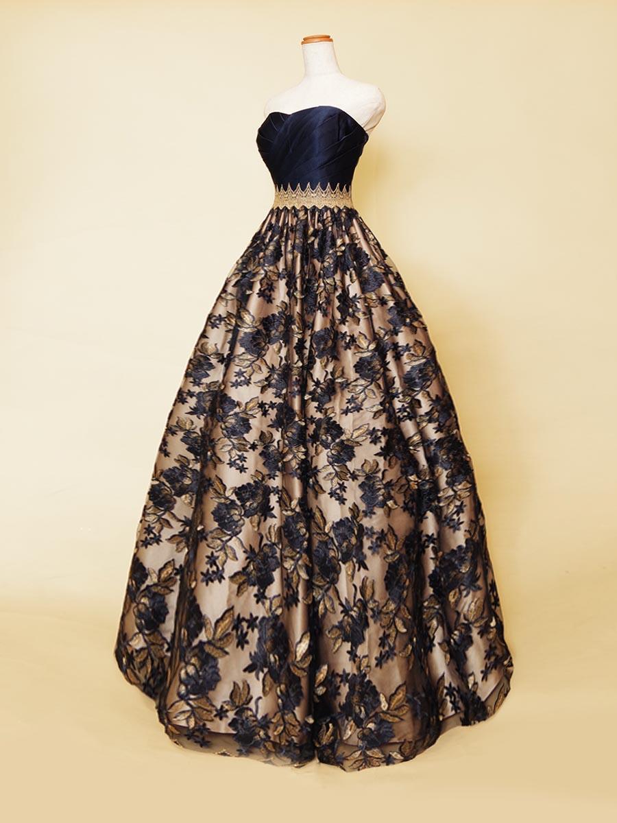 大人刺繍デザインのネイビーレース×ベージュサテンベーススカートの演奏会ボリュームドレス