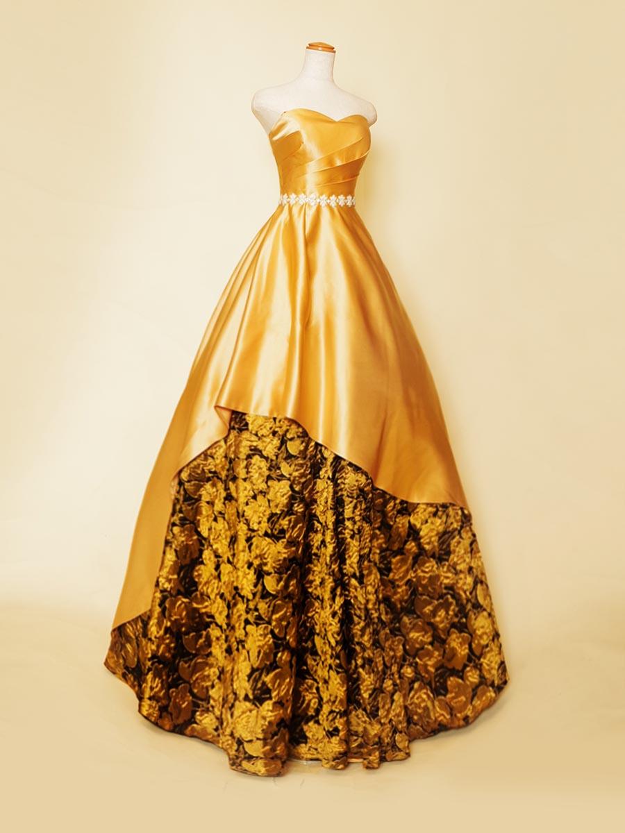 マスタードイエローサテンにゴールドブラックのジャガードをカット状にレイアウトしたデザインステージドレス