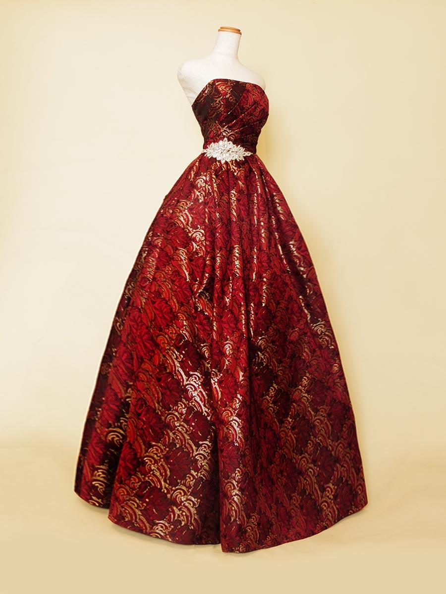 レッドゴールドジャガードの豪華な印象に演奏会を演出してくれるスペシャルボリュームドレス