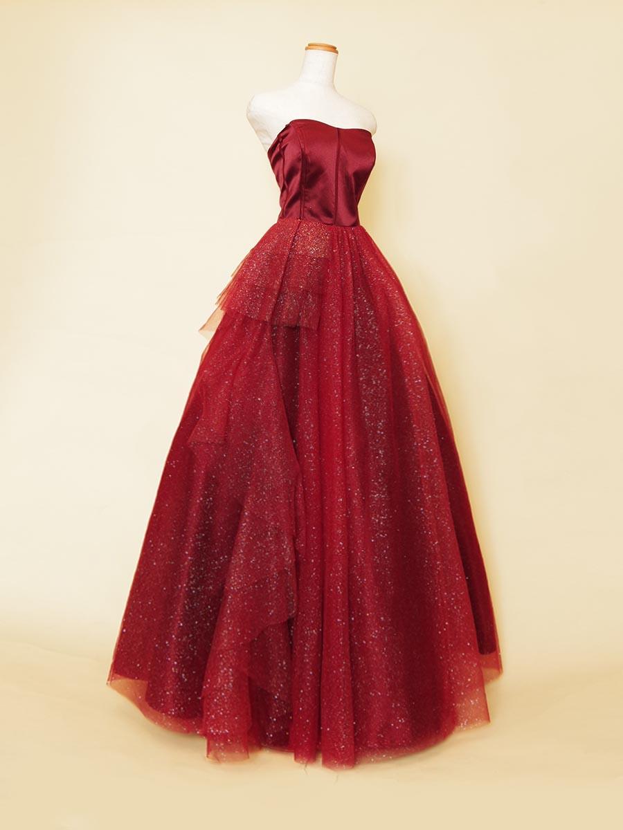 立体カットチュールで奥行きのあるボリュームを作り出したキラキラグリッターのレッド演奏会ドレス
