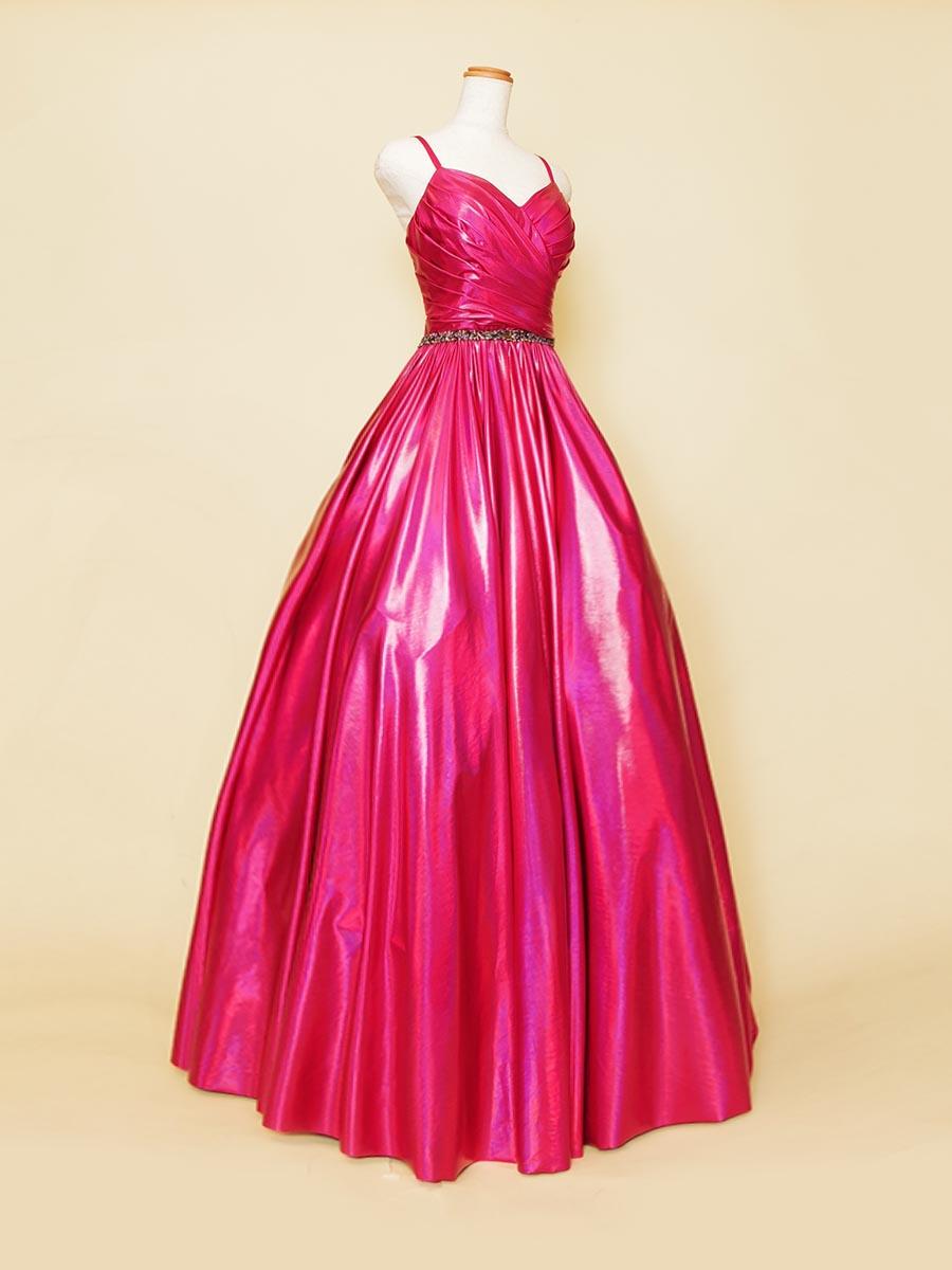 はっきりとしたショッキングピンクカラーがステージで注目を集められるプリンセスラインドレス