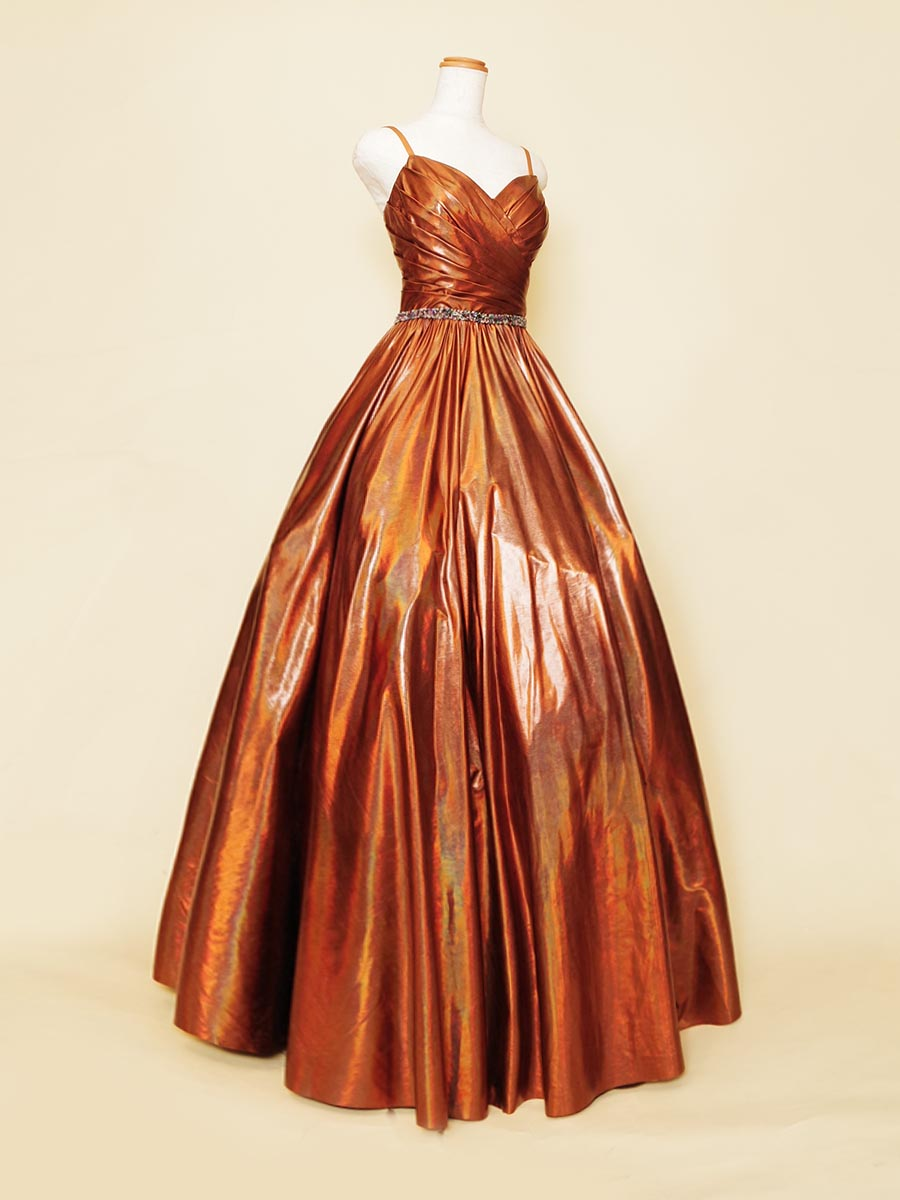 ブロンズオレンジカラーの艶感が美しい大人ボリュームシルエットの演奏会ドレス