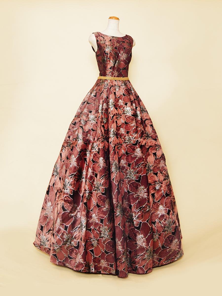 大人っぽいダスティピンクが上品な肩袖デザインの花柄ジャガードドレス