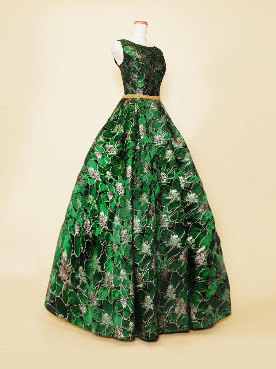 ブラック×グリーンのくっきりしたカラーが格好良いノースリーブグリーンカラードレス