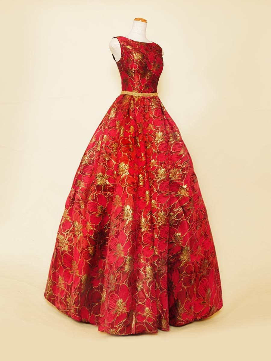 華やかさと上品さを兼ね備えた花柄のジャガード織ノースリーブレッドカラードレス