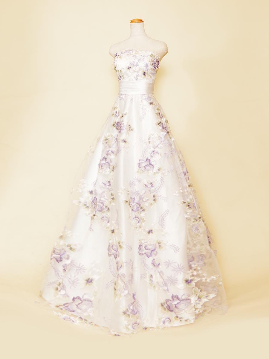ホワイトのドレスベースに紫の花柄刺繍を重ね合わせた優しい色合いのAラインシルエットのステージドレス