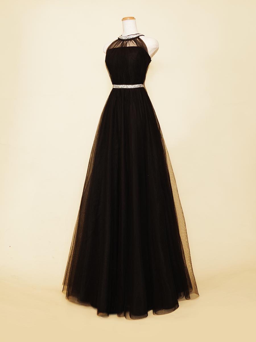 首元の装飾がキラッと輝くホルターネックの伴奏者向けブラックカラードレス