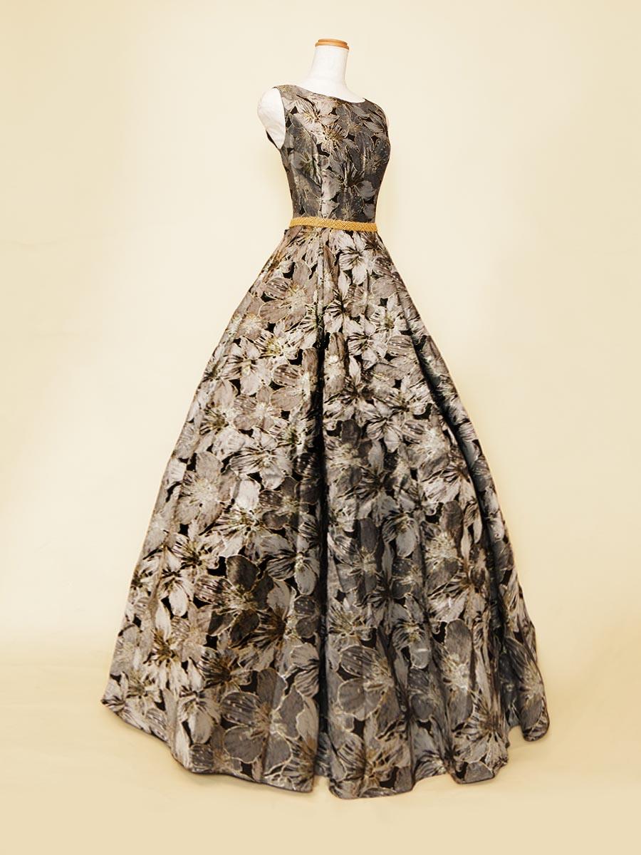 アッシュグレーのくっきりとした花柄がお洒落クールなノースリーブドレス