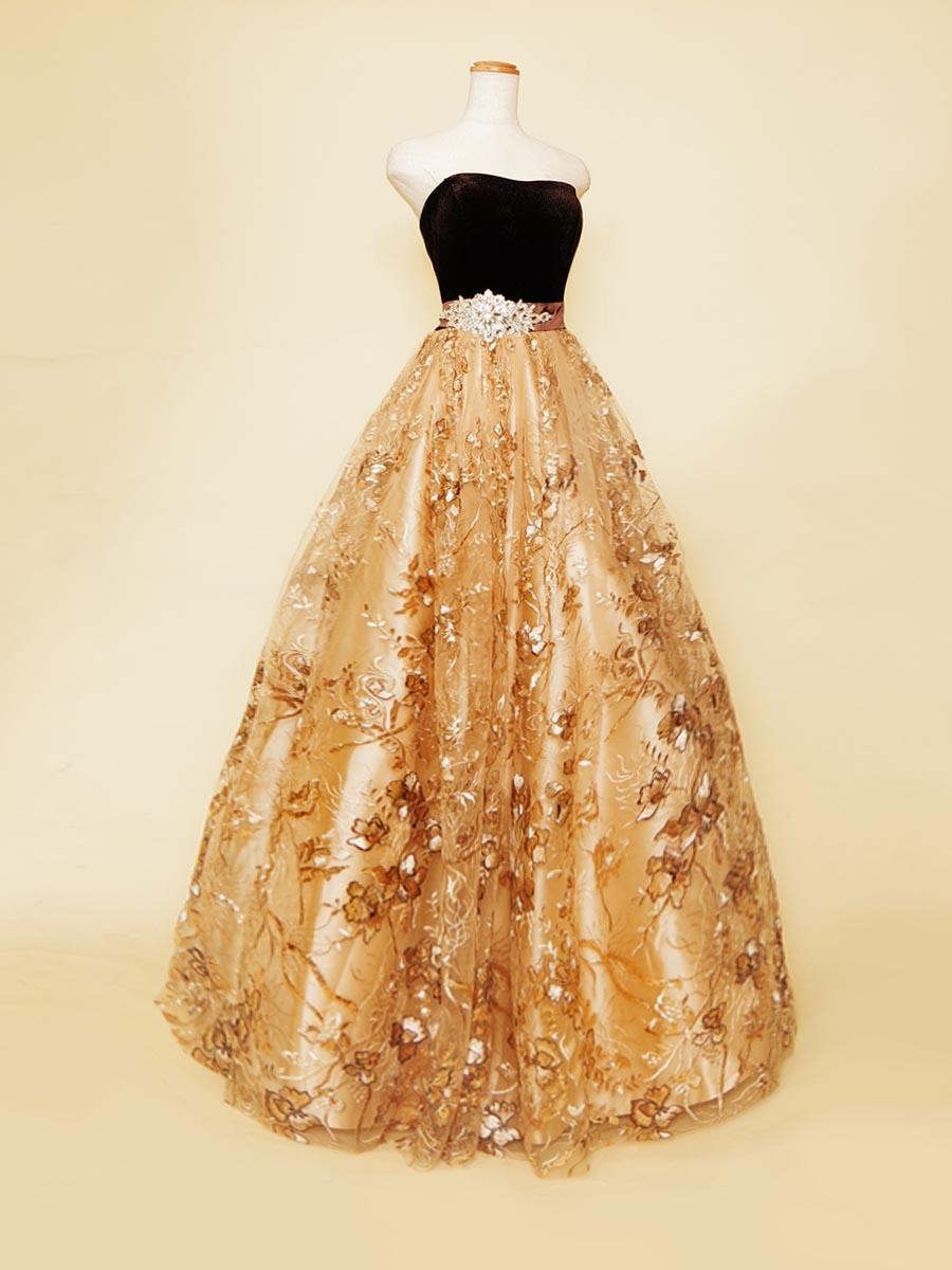 秋の演奏会必見!!ブラウンカラーのベロアとスパンコールを施したベージュのスカートの組み合わせが暖かみのあるオータムカラードレス