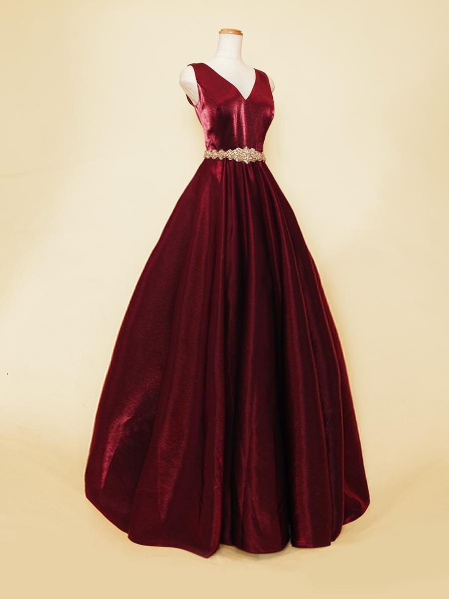 デコルテ周りを美しく魅せるノースリーブ袖付き胸元Vネックワインレッドカラードレス