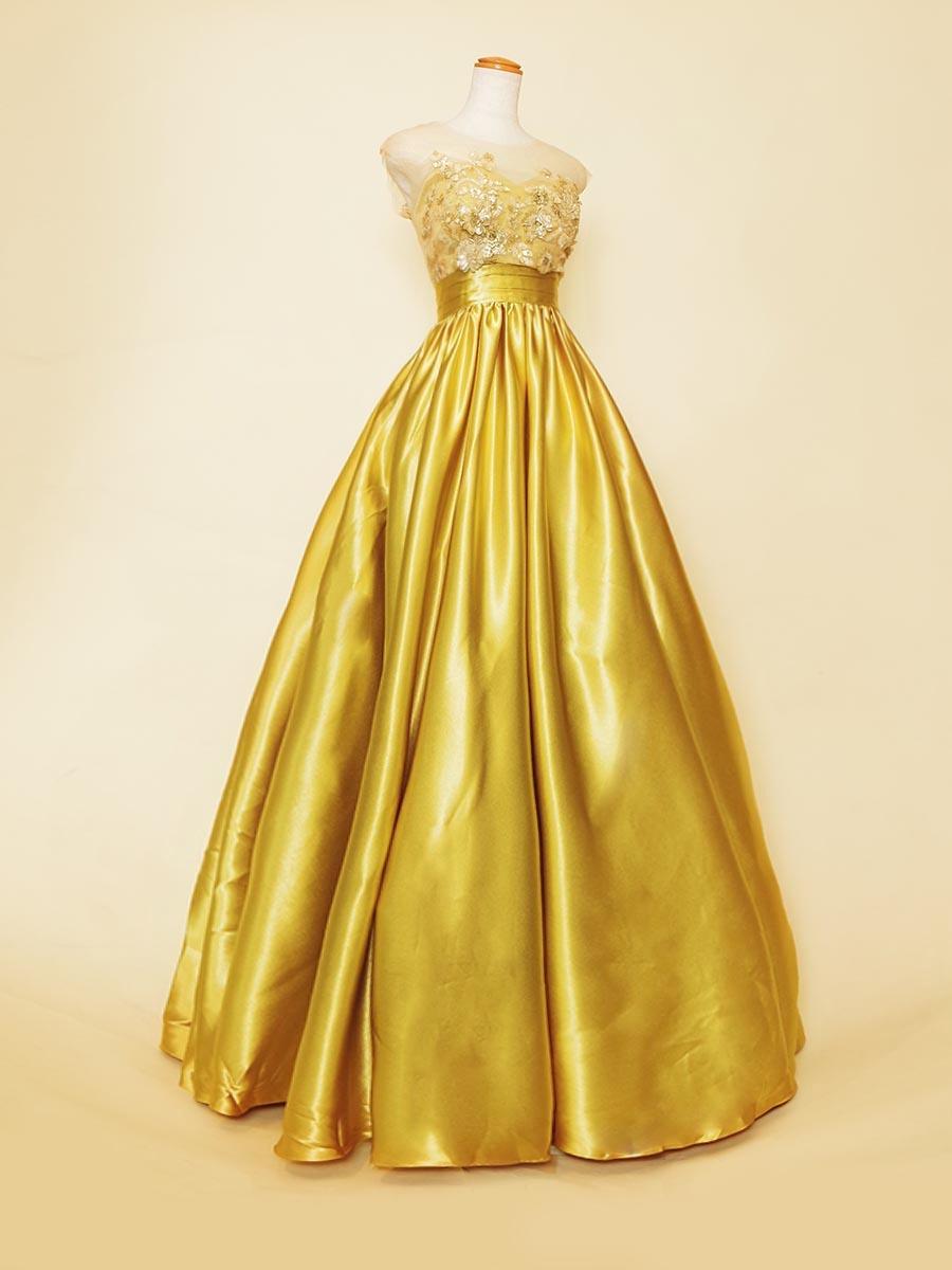 イエローゴールドのクリスタルサテンが主役級の輝きを放つ片袖付きボリュームドレス