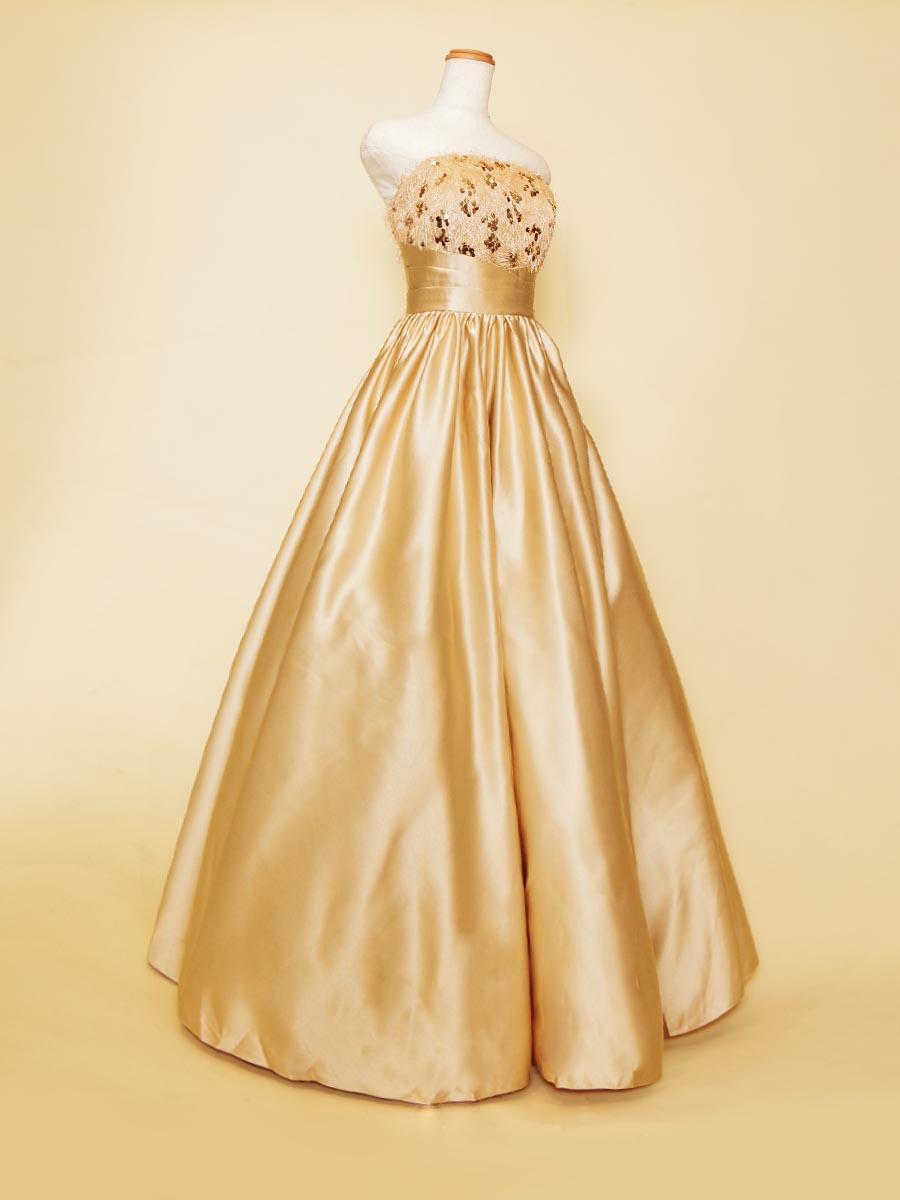 立体感を表現したバストデザインとウエストのクビレの対比が美しいゴールドサテン演奏会ドレス