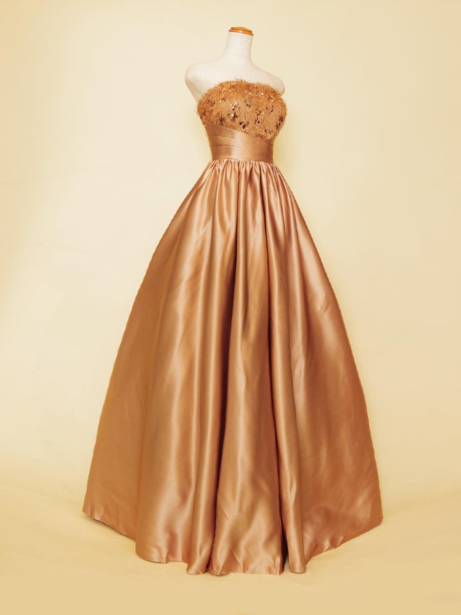 フラフィーバストデザインのブラウンカラーが秋らしい印象を感じさせるプリンセスラインステージドレス