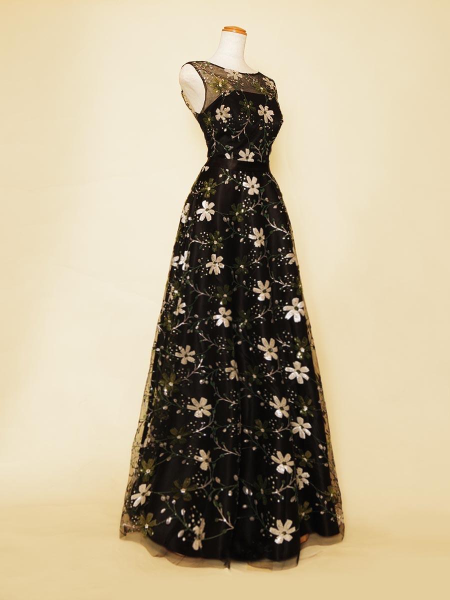 スレンダーシルエットのブラック×グリーンの色合いが上品さを演出した演奏会肩袖デザインドレス