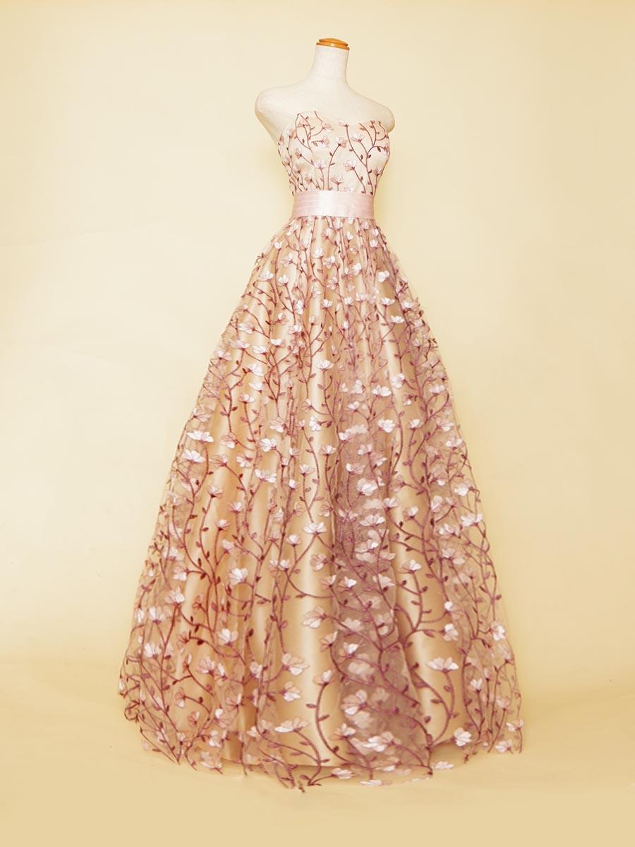 桜の華をモチーフにしたレース生地を全体に使用したプリンセスラインシルエットロングドレス