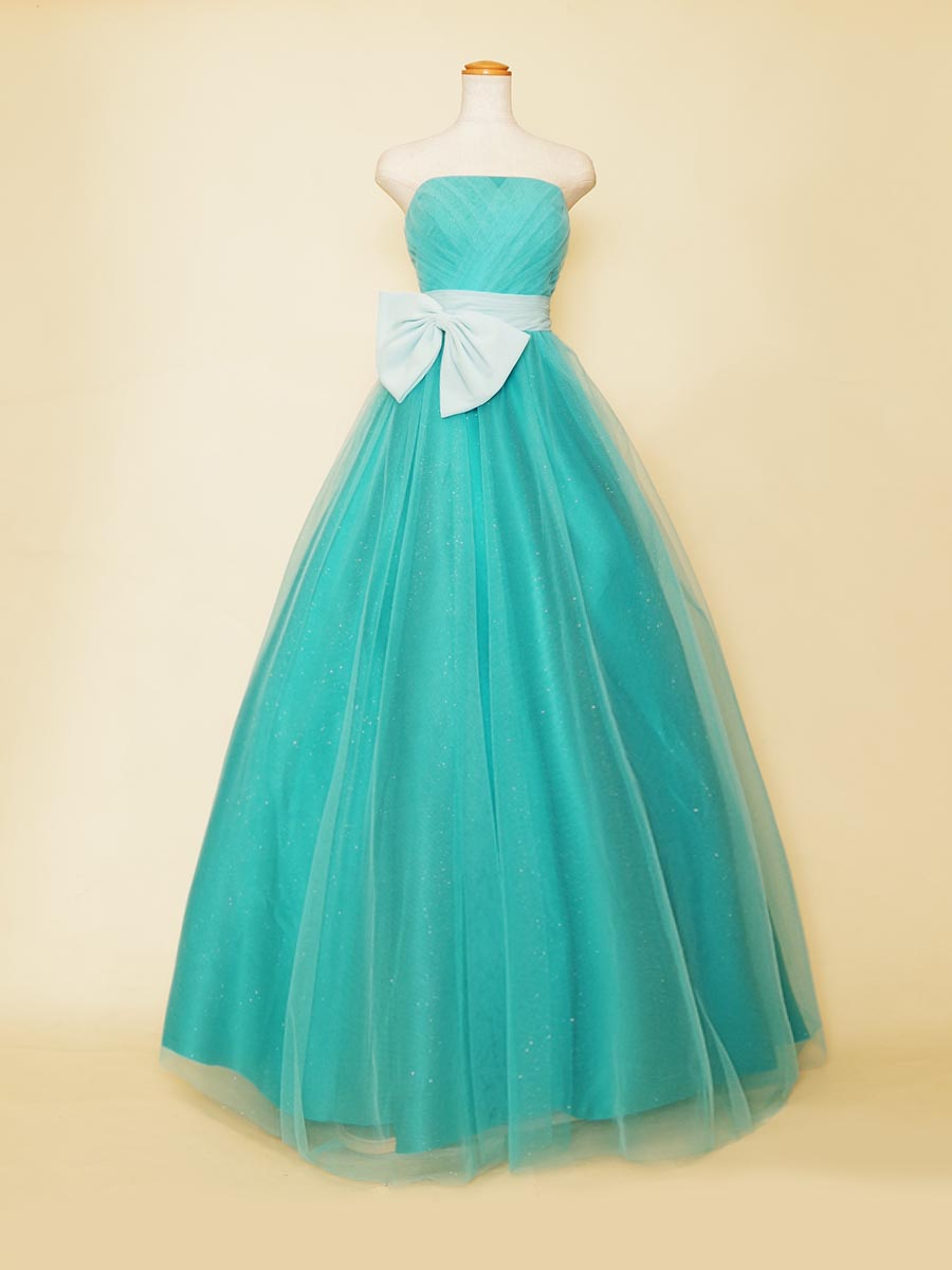 ターコイズブルーカラーのボリューム満点プリンセスラインリボンドレス