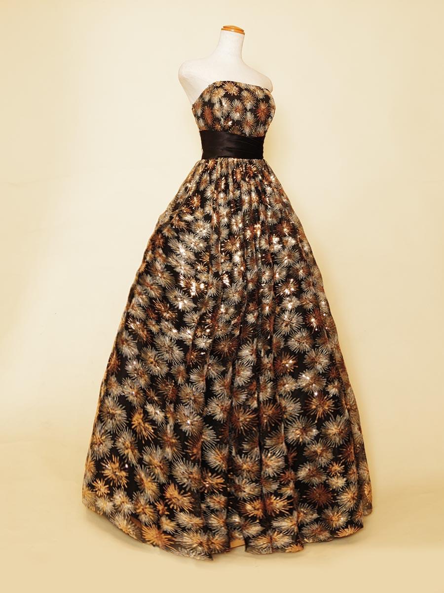 シックなブラックに小柄のゴールドスパンコールが映えるステージドレス