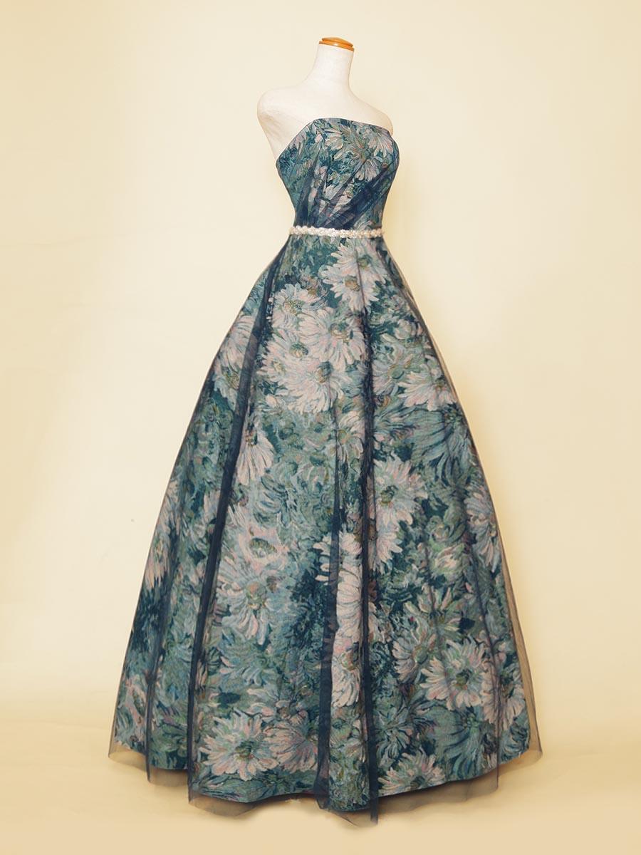 落ち着きのあるアンティーク調のジャガード織が大人っぽい花柄ブルーカラードレス
