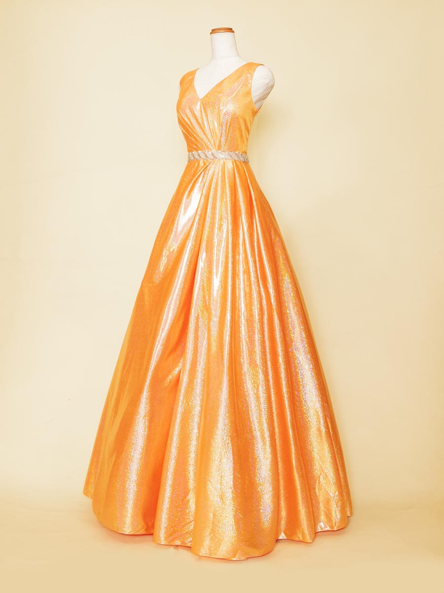 フルーティーなオレンジカラーな色合いの艶やか肩袖ステージドレス