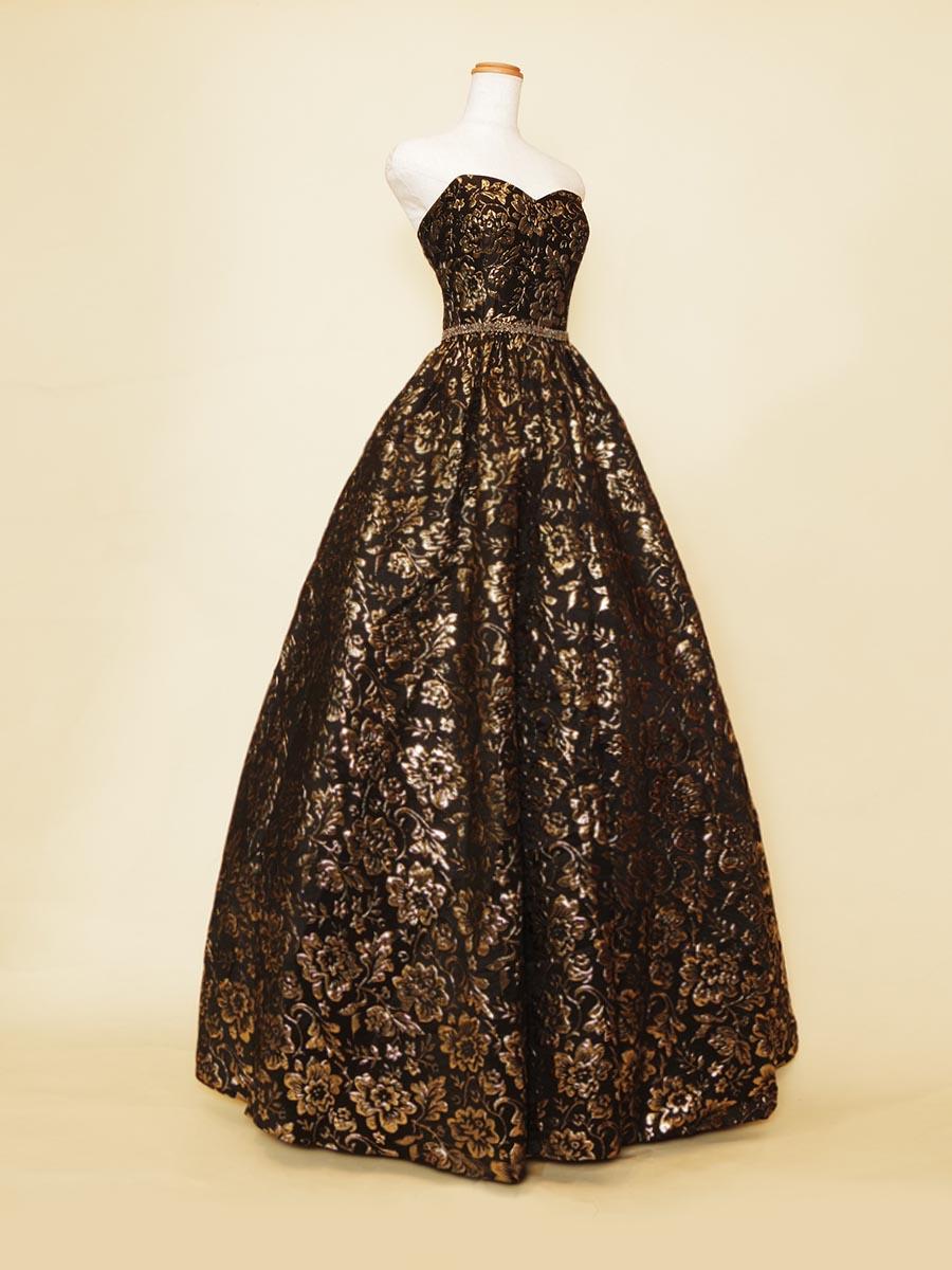 ブラックゴールドの立体ジャガードで仕上げた大人な印象のプリンセスラインドレス