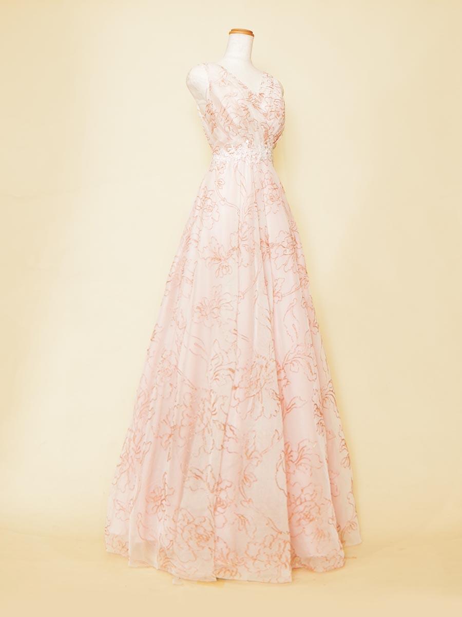 ライトピンクの色合いが可愛らしいお花の刺繍で仕上げたAライン肩袖ロングドレス