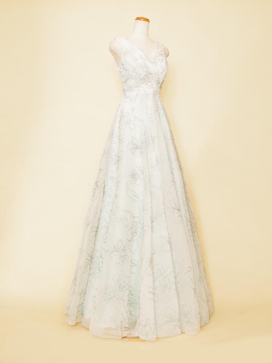 透き通るようなブルーグリーンの色合いのフラワー刺繍デザインの肩袖演奏会ドレス
