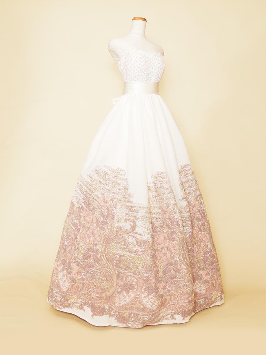 ホワイトグラデーションの胸元スパンコールボリュームドレス