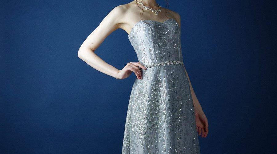 ドレスルームアミに新入荷予定のシルバーカラードレス