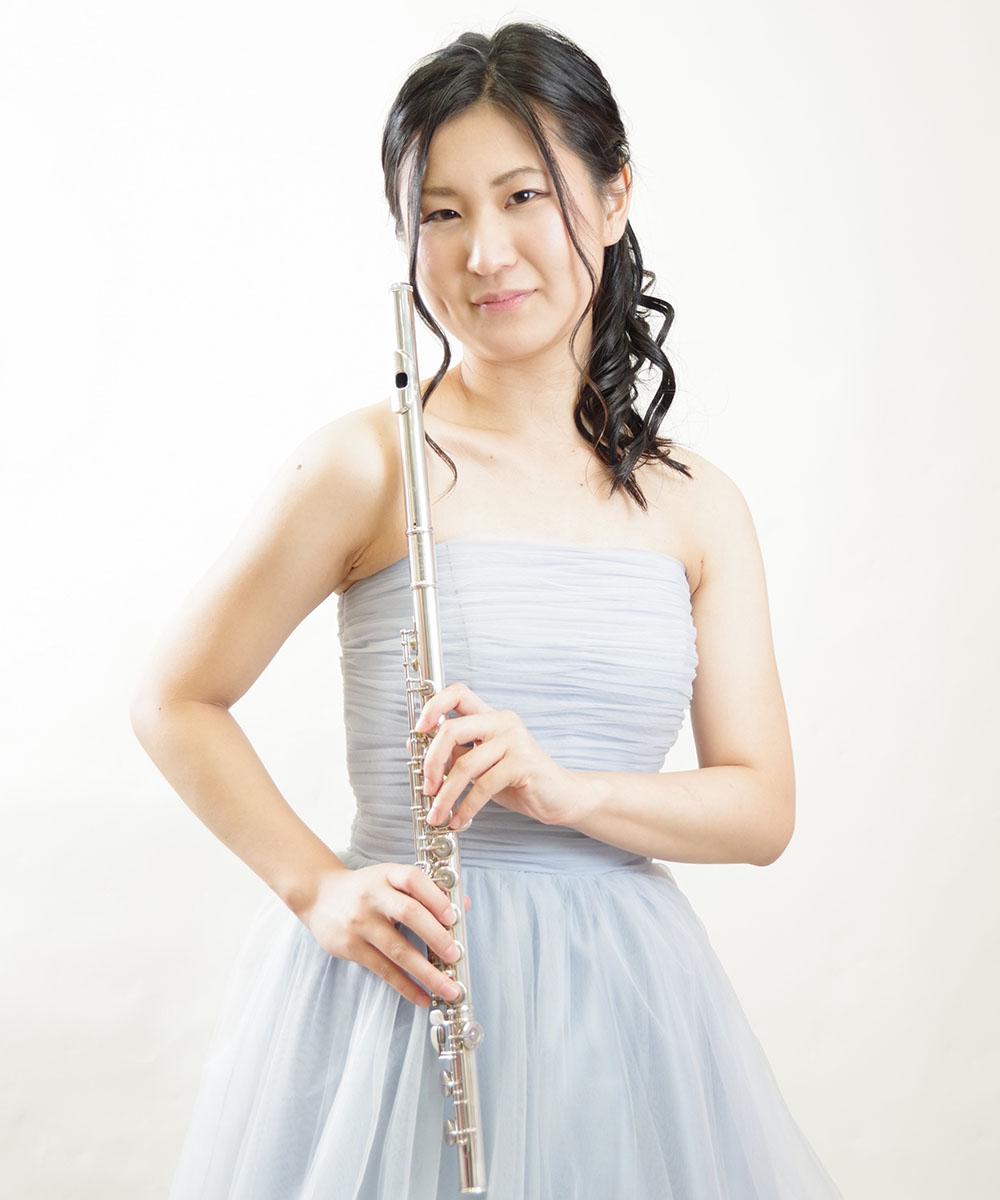 フルート奏者のお客様の透明感あるプロフィール写真