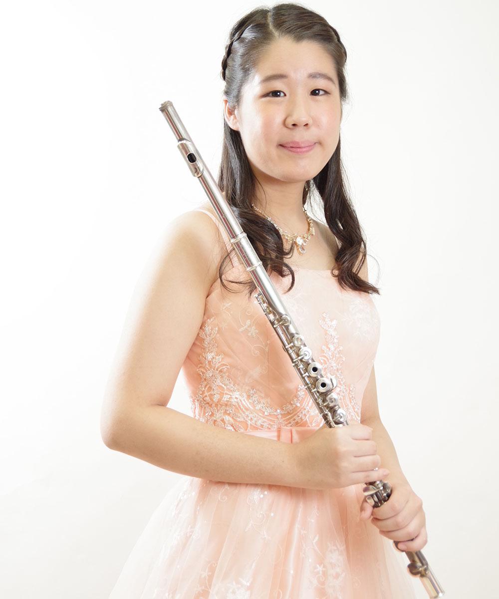 ピンクのドレスを着用したフルート奏者のお客様のお写真