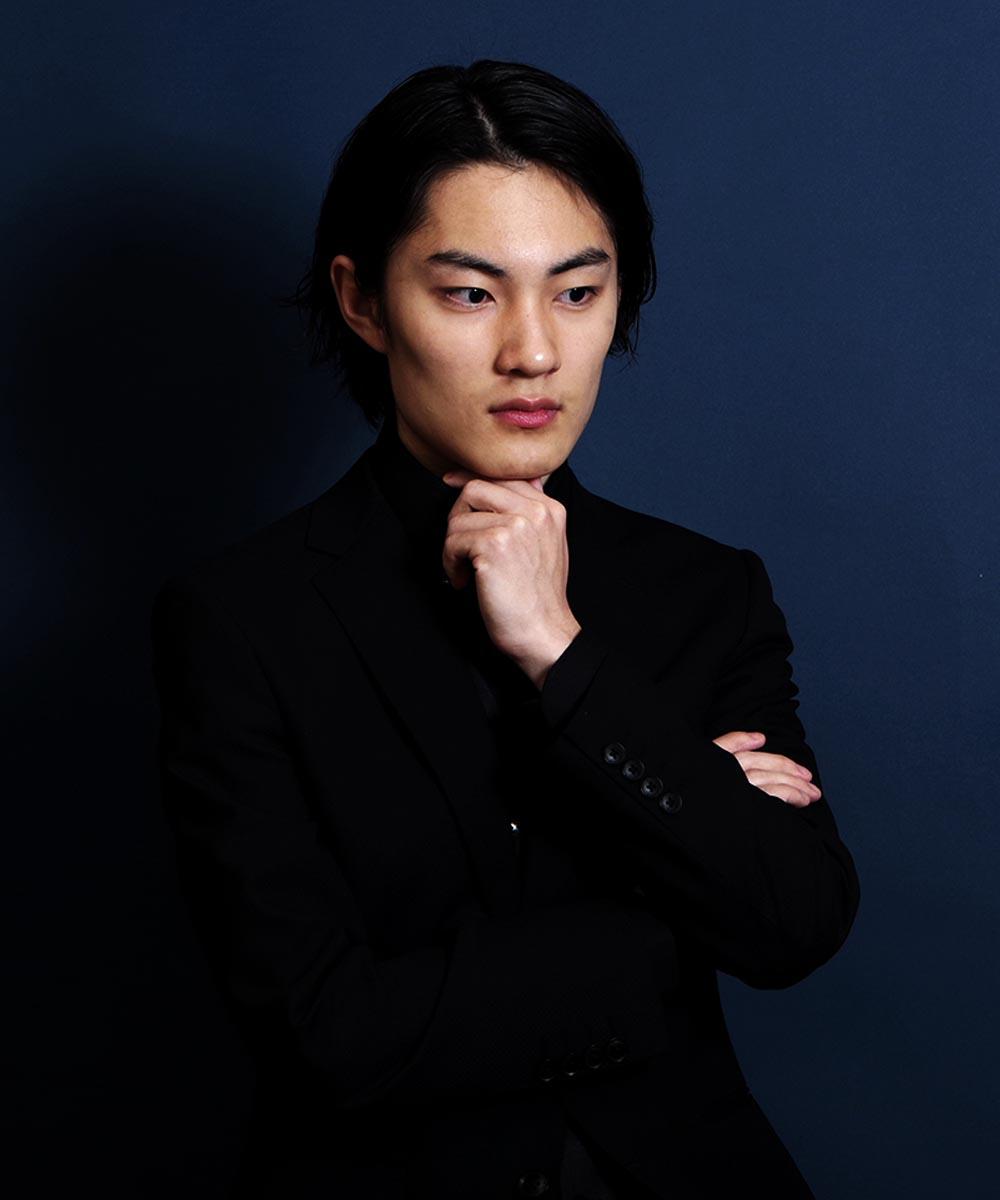 男性ピアニストのカッコイイ感じの宣材写真撮影
