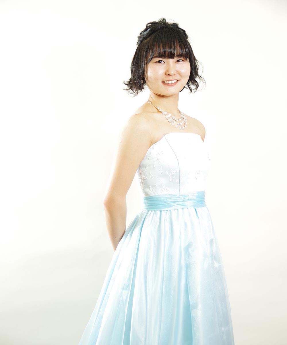演奏家のお客様のベビーブルーのドレスを着たプロフィール写真撮影