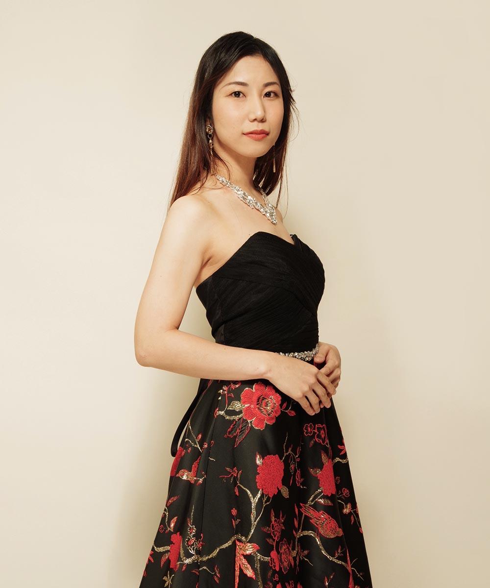 和柄のドレスを着用してのお写真撮影