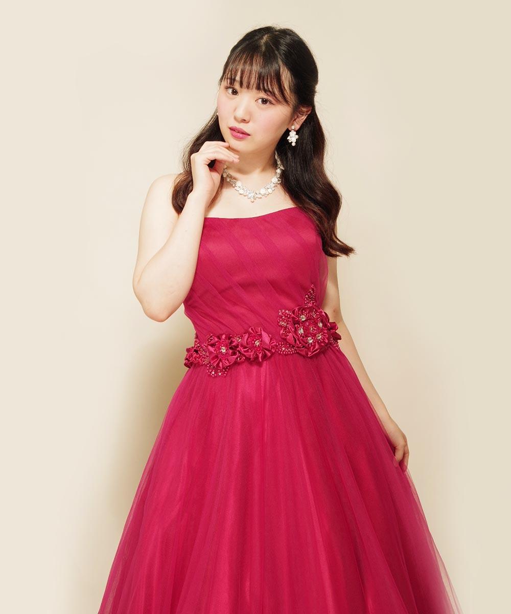 ポージングがとてもお上手だった赤いカラードレスを着たお客様のお写真