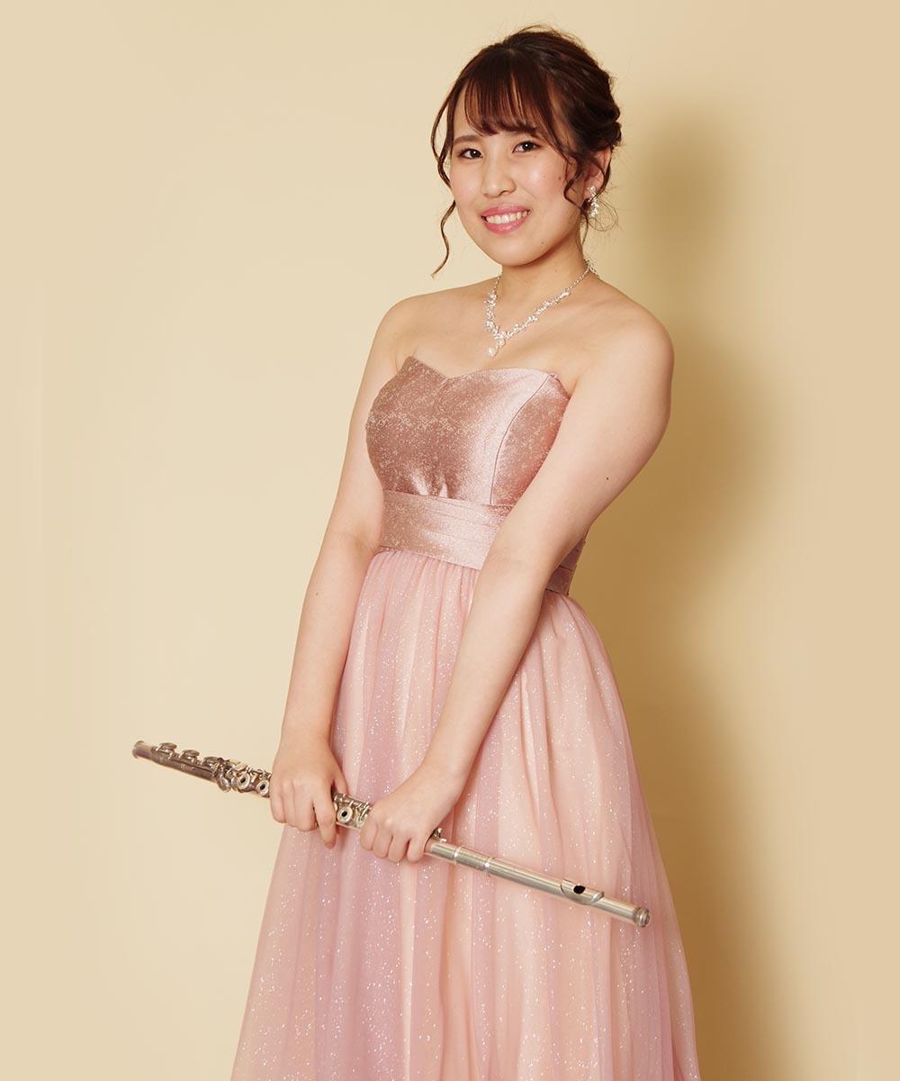 ドレスルームアミのキラキラピンクのステージドレスを着たフルート奏者様のプロフィール写真