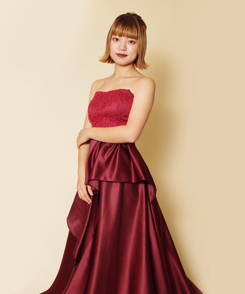ワインレッドのロングドレスとレッド系のメイクがマッチしていたお客様のプロフィール写真