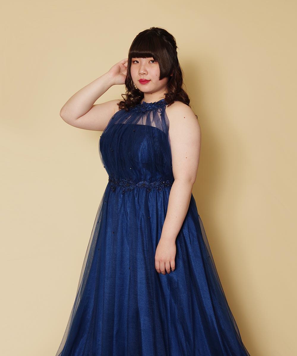 お友達三名様でご来店いただき、ホルターネックのネイビーロングドレスをレンタル頂いて撮影したプロフィール写真