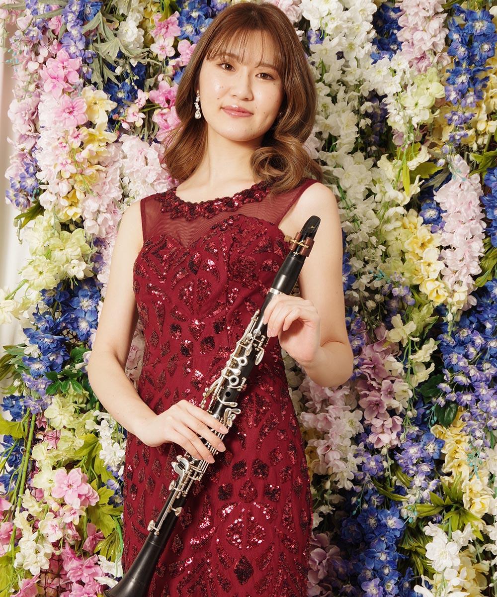 レッドのマーメイドラインドレスを着用されたクラリネット奏者さまのプロフィール写真