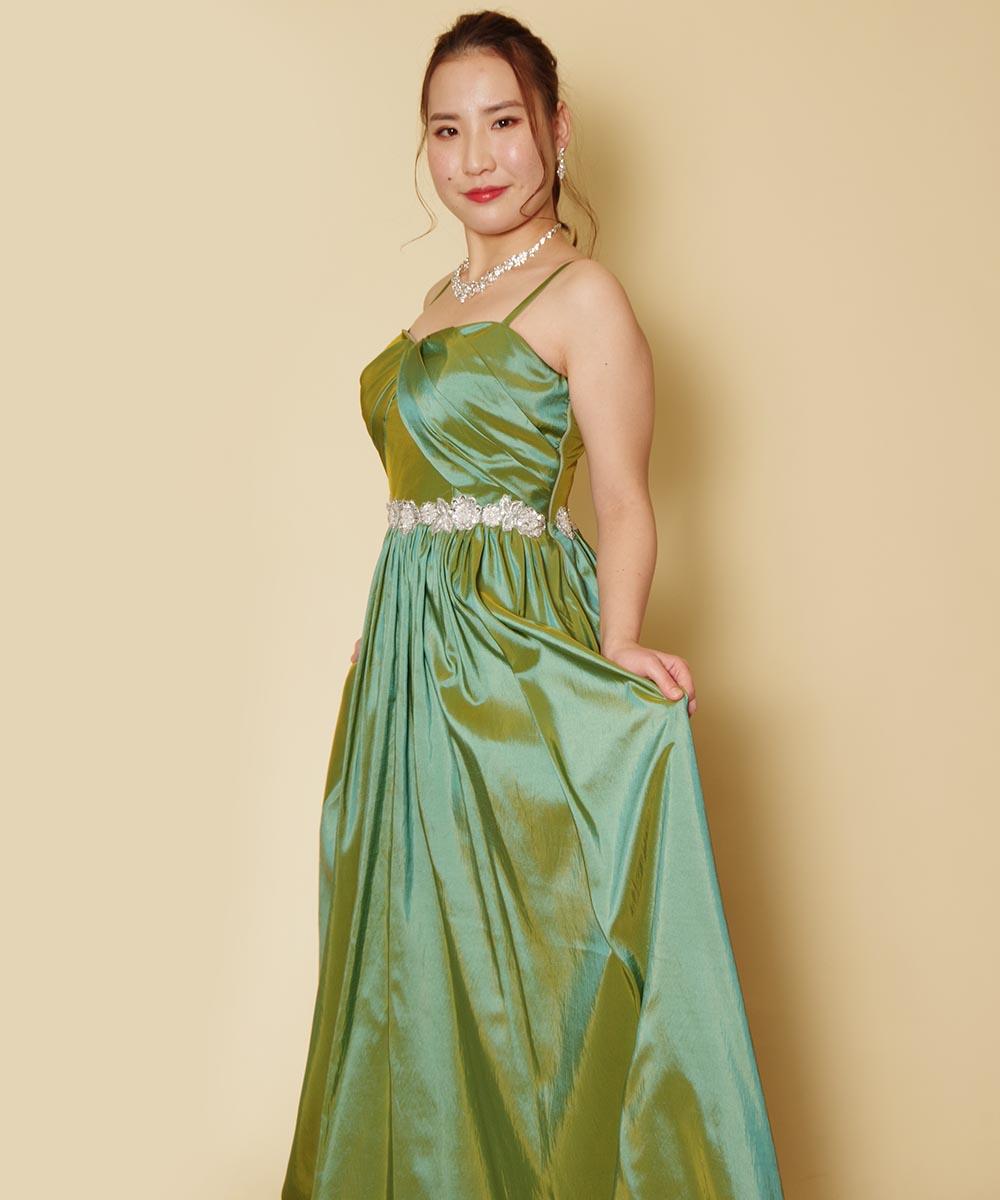 深みのあるグリーンドレスがとても良くお似合いになっていた演奏家のお客様のプロフィール写真