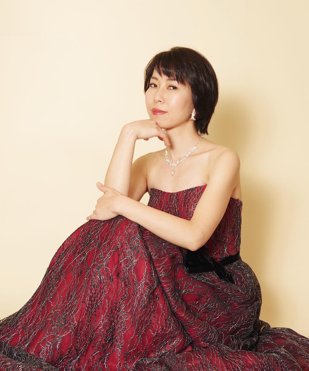 ブラックレッドのドレスがとてもお似合いになっていたお客様のプロフィール写真