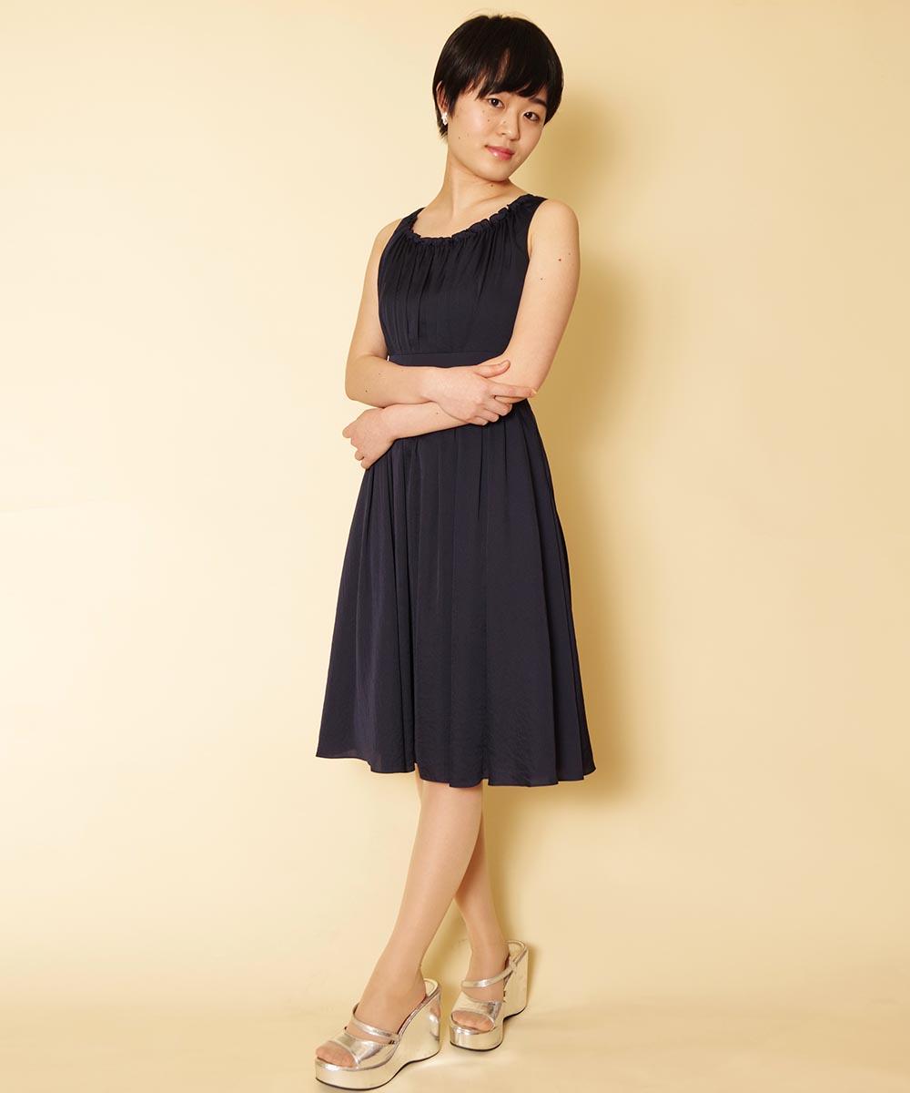ネイビーカラーのショートドレスをご持参頂いて撮影を行ったプロフィール写真