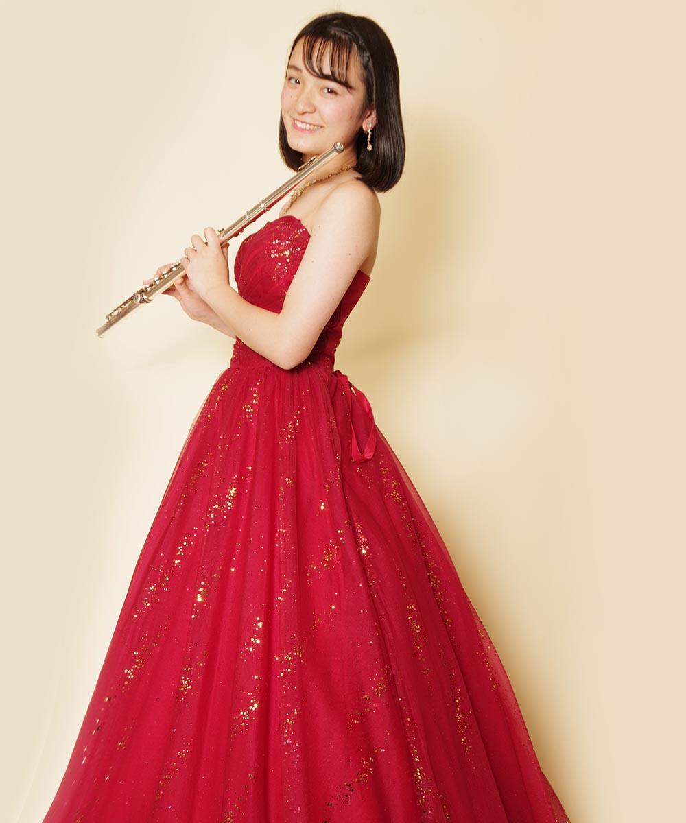 レッドカラーのドレスをお買い求め頂いてそのまま撮影を行ったフルート奏者さまの宣材写真