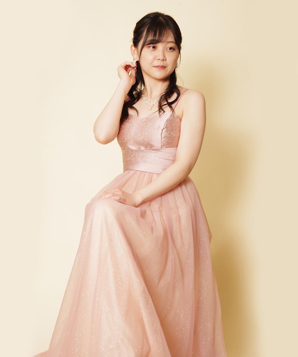 ドレスルームアミでピンクのカラードレスをご購入頂いてから撮影した音楽家のお客様のお写真