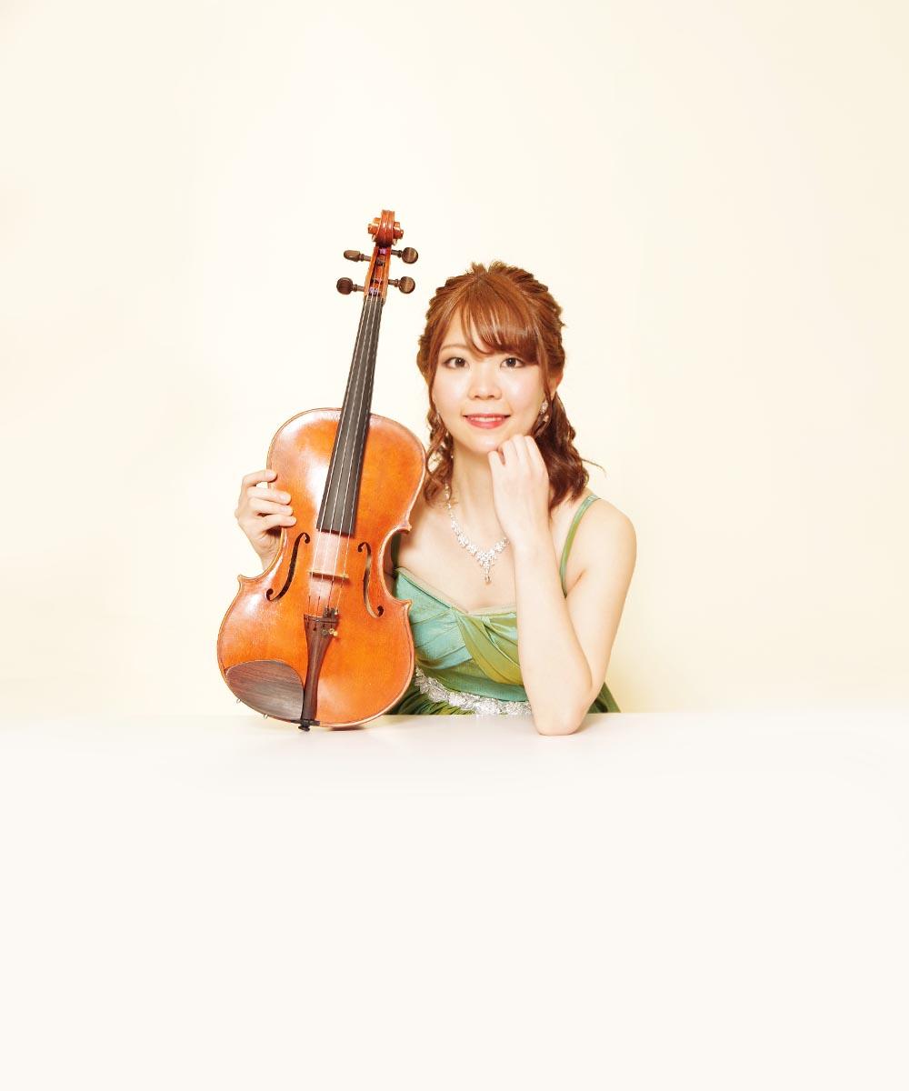 グリーンのドレスを着用されたバイオリニストのお客様のプロフィール写真